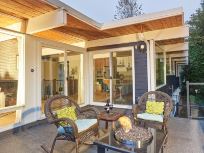 Woolcox Residence: Remaining deck after renovation