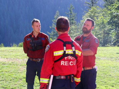 Fire chief Brian Hutchinson speaks to participants during wildfire training.