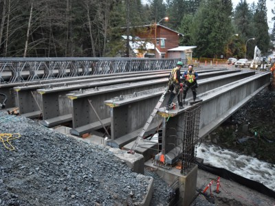 Six new girders in place on the new Montroyal bridge