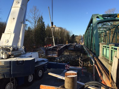 First span for new Keith Road bridge being lowered into place