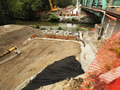Construction progress on the new Keith Road Bridge in September 2015