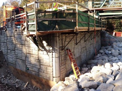 Building the retaining wall for the new Keith Road Bridge